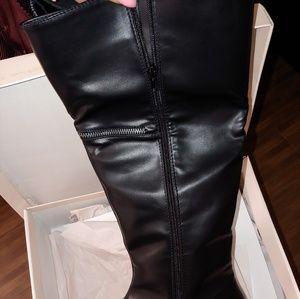 Shoes - Zipper detailed boots